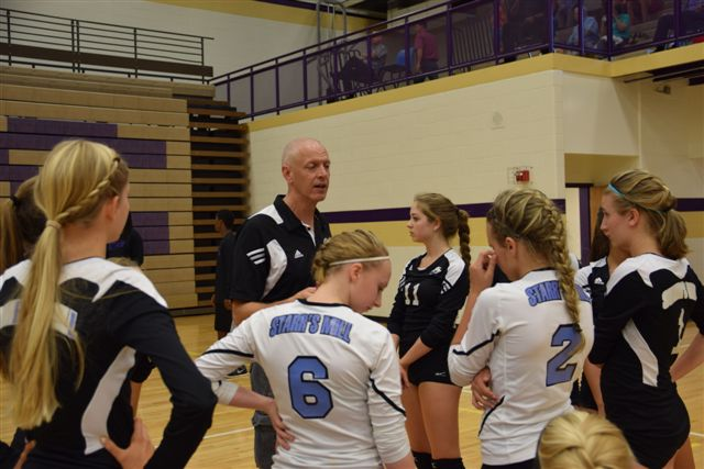 The junior varsity volleyball  team finished 29-4 under coach Mark Decourcy. Two of his players, sophomores Jesse Echols and Lauren Avidano, moved up to varsity following the end of the JV season.