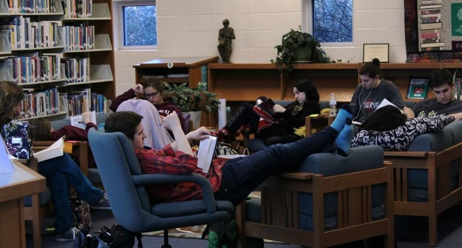 Jan. 29, 2016 - Ex Libris members kick back and relax at the Read-a-Thon. Ex Libris hosts this event annually as a way to raise money for literary charities. This year, students read to raise money for Books for Africa.