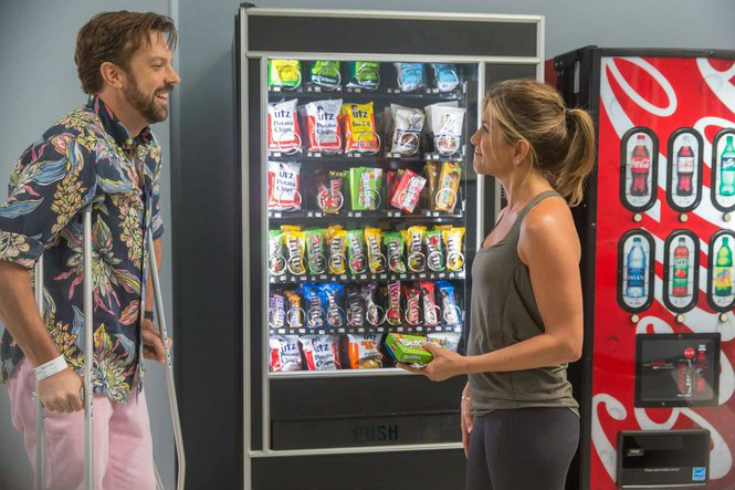 Bradley (Jason Sudeikis) and Sandy (Jennifer Aniston) run into each other at the hospital while Sandy's arm was stuck in a vending machine. This scene helps show the idea of interlocking storylines as their meeting is much like other characters throughout the film.