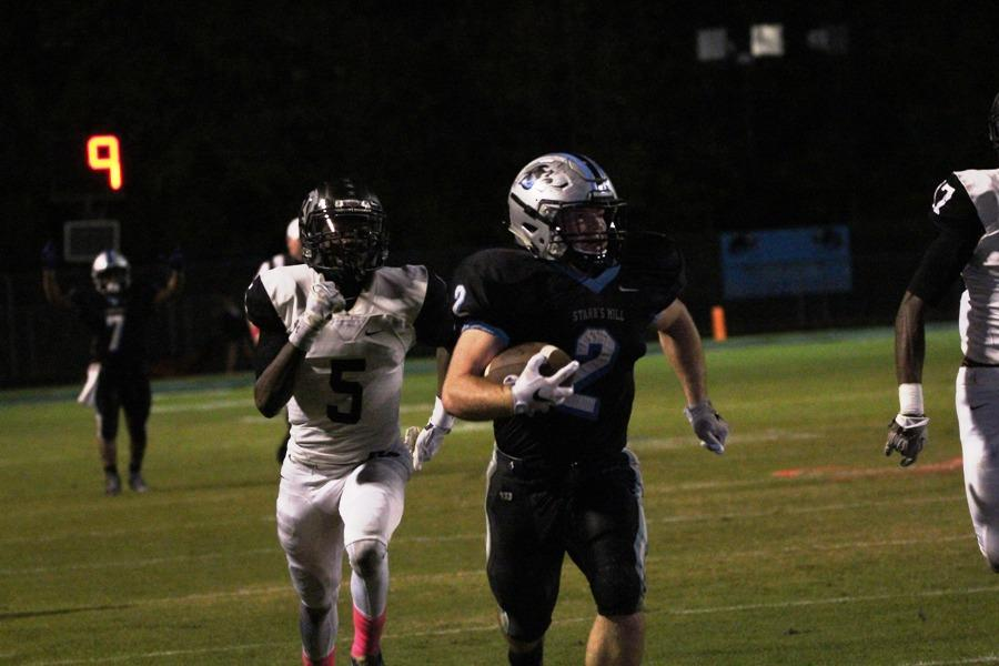 Junior Cole Gilley races past Raider defenders for a touchdown against Riverdale. Gilley racked up 188 rushing yards and sits 156 yards away from the school record for rushing yards in a single season.