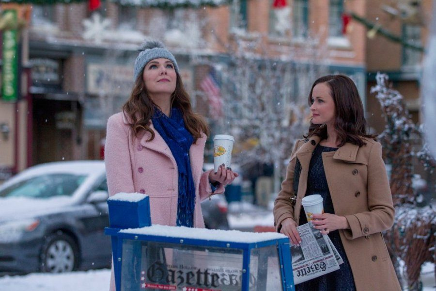 Famous+mother-daughter+duo+Lorelai+%28Lauren+Graham%2C+left%29+and+Rory+%28Alexis+Bledel%29+reunite%2C+coffee+in+hand%2C+under+a+fresh+snowfall.+In+the+new+series+viewers+saw+Lorelai%E2%80%99s+growth+and+accomplishments%2C+but+the+same+can%E2%80%99t+be+said+for+her+daughter.+