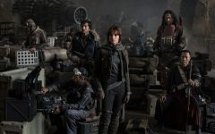 Jyn Erso (Felicity Jones) and Cassian Andor (Diego Luna), along with their fellow insurgents, prepare to recover the plans of the enemy space station, the Death Star. Despite having a promising initial plot, the film is confused in regards to story and characters.