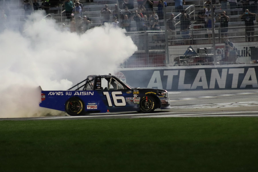 Busch loses late-race lead to pit stop mishap