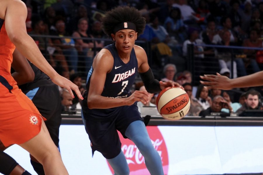 Guard+Brittney+Sykes+drives+toward+the+basket.+After+missing+the+last+five+games+with+a+right+foot+injury%2C+Sykes+made+an+impact+off+the+bench%2C+scoring+13+points%2C+grabbing+four+rebounds%2C+dishing+out+four+assists%2C+and+snagging+two+steals+en+route+to+her+being+named+the+Player+of+the+Game.