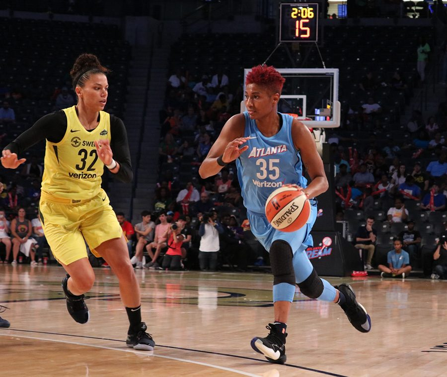 +Star+forward+Angel+McCoughtry+drives+to+the+basket.+McCoughtry%2C+a+nine-year+WNBA+veteran%2C+scored+a+team-high+26+points+along+with+four+rebounds.