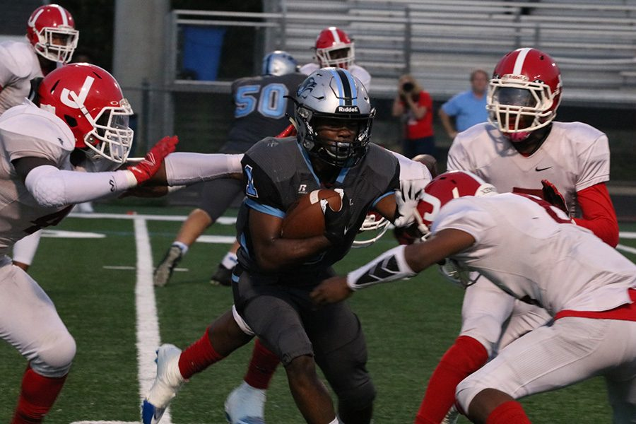 Junior+running+back+Kalen+Sims+weaves+through+the+Jonesboro+defense.+Sims+contributed+to+an+offense+that+put+up+462+yards+against+the+Cardinals.+The+junior+was+responsible+for+97+of+the+team%E2%80%99s+411+rushing+yards.