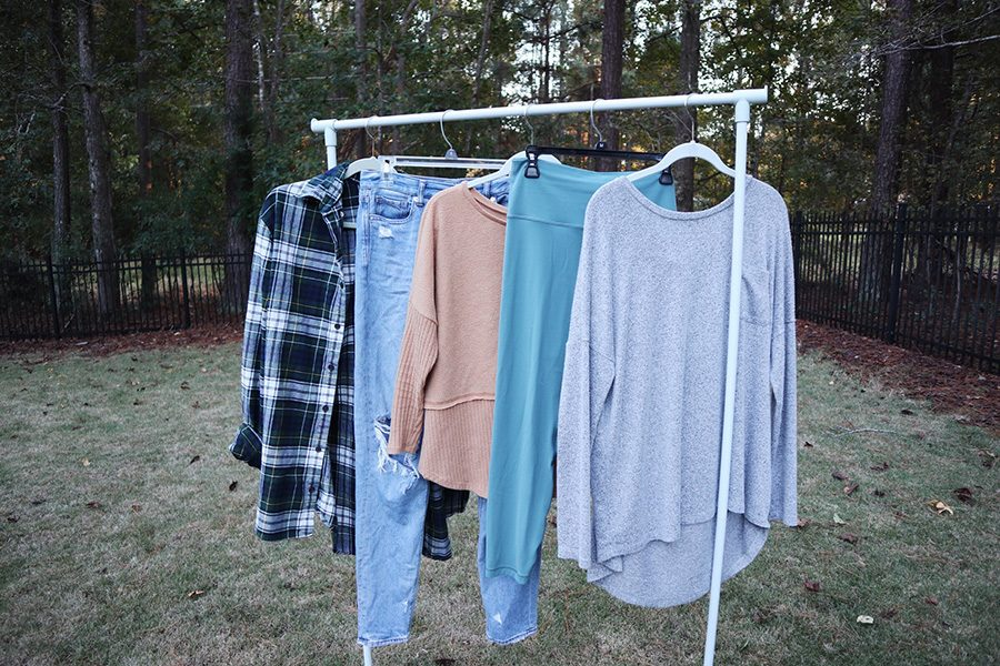 Achieving+the+perfect+balance+of+comfortable+and+cute+styles+is+essential+for+hangouts+with+your+friends+this+fall.+From+flannels+and+mom+jeans+to+bold+leggings+and+sweaters%2C+the+outfit+options+are+never-ending.+