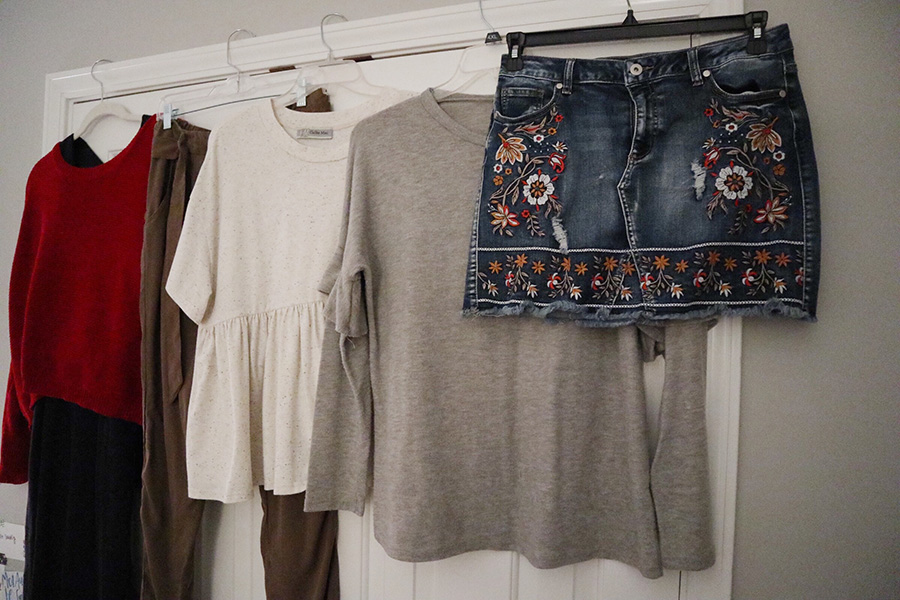 It's time to start planning your Thanksgiving outfits. Depending on what kind of look and comfort level you are going for, there are plenty of trendy options for everyone this fall.