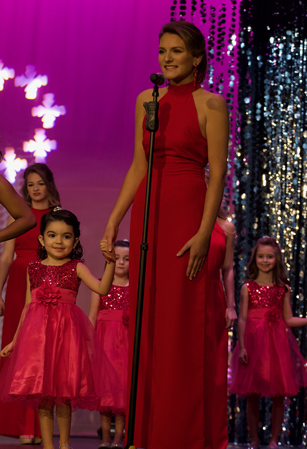 Sophomore+Shelby+Gray+with+princess+Lily+Silvas%2C+daughter+of+drama+teacher+Savahna+Silvas.+Each+contestant+paired+with+a+young+member+of+the+Starr%E2%80%99s+Mill+community.+The+girls+appeared+in+the+opening+number+of+the+show+and+helped+present+awards.