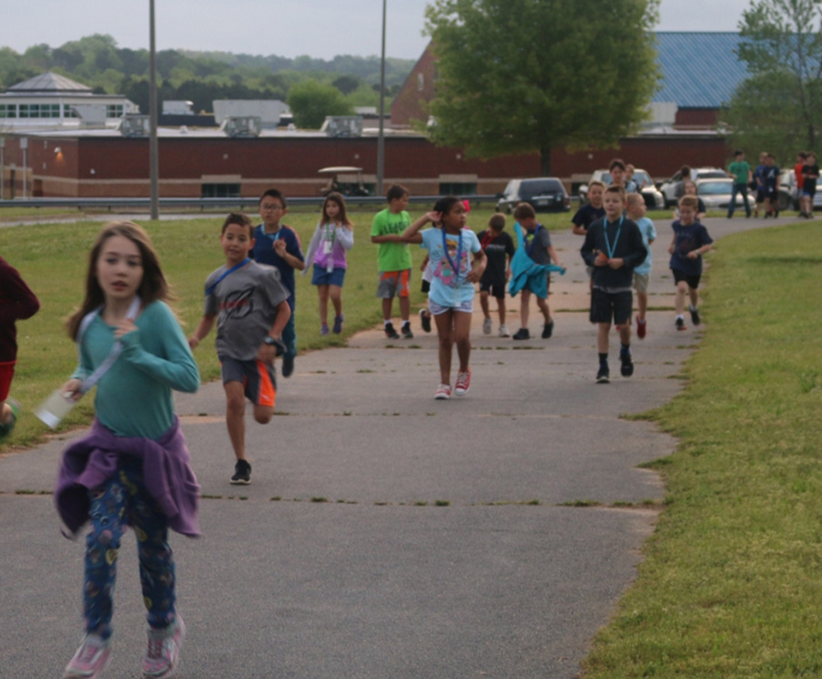 April+17%2C+2019+-+Students+at+Peeples+Elementary+participate+in+running+club.+Running+club+is+for+students+to+go+outside+in+the+morning+to+talk+to+friends+or+run.