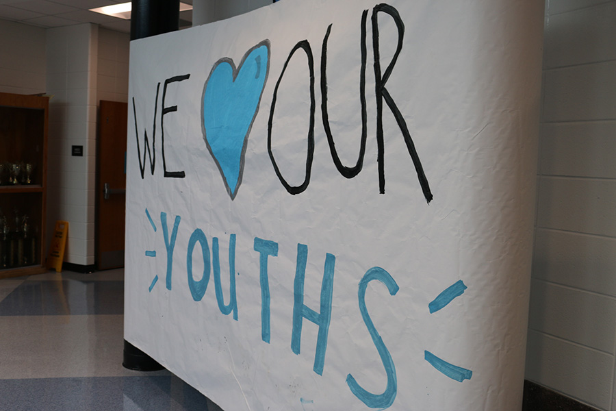 Aug.+27%2C+2019+-+School+spirit+sign+hangs+in+the+rotunda+featuring+the+motto+%E2%80%9CWe+love+our+youths.%E2%80%9D+The+tailgate+leadership+made+this+sign+to+prepare+students+for+the+first+football+game+of+the+season.+The+Panthers+host+the+Mt.+Zion+Bulldogs+at+7%3A30+p.m.+on+Aug.+30.+