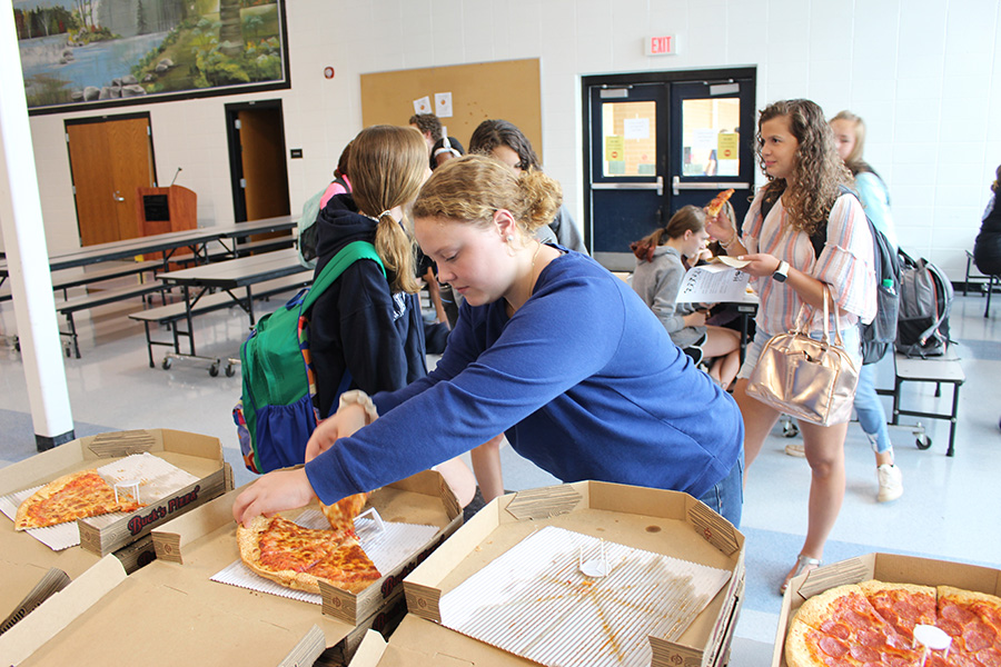Aug.+27%2C+2019+-+Senior+Addie+Metarko+grabs+a+piece+of+pizza+at+the+Peers+Are+Linking+Students+meeting.+The+goal+of+the+club+is+to+link+all+types+of+students+together+in+a+supportive+community.+PALS+has+a+number+of+events+that+they+participate+in%2C+for+example+the+PALS+pageant.+