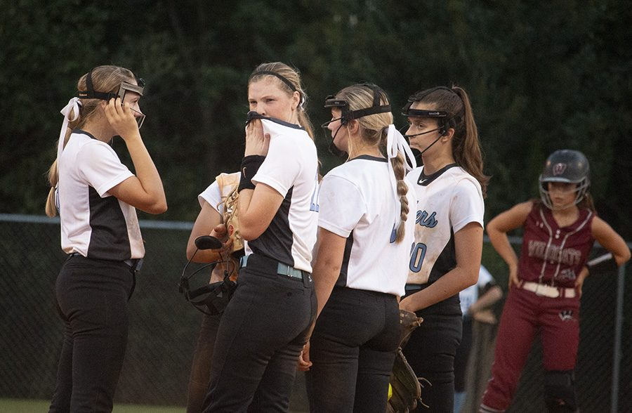 +Juniors+Jolie+Lester+and+Lauren+Flanders%2C+senior+Paige+Andrews%2C+sophomore+Lilli+Backes%2C+and+senior+Reagan+Turner+%28left+to+right%29+huddle+at+the+mound.+Infielders+went+to+Backes+at+the+mound+throughout+the+series+to+help+her+keep+her+cool.