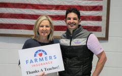 Robin Huggins received the Golden Apple Award from Farmers Insurance for the second time in her teaching career. She prioritizes a connection with her students and the engagement of her classes through collaboration.